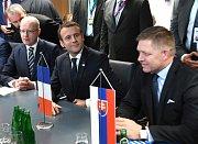 Premiér Bohuslav Sobotka při setkání zemí Visegrádské skupiny s francouzským prezidentem Emmanuelem Macronem v Bruselu