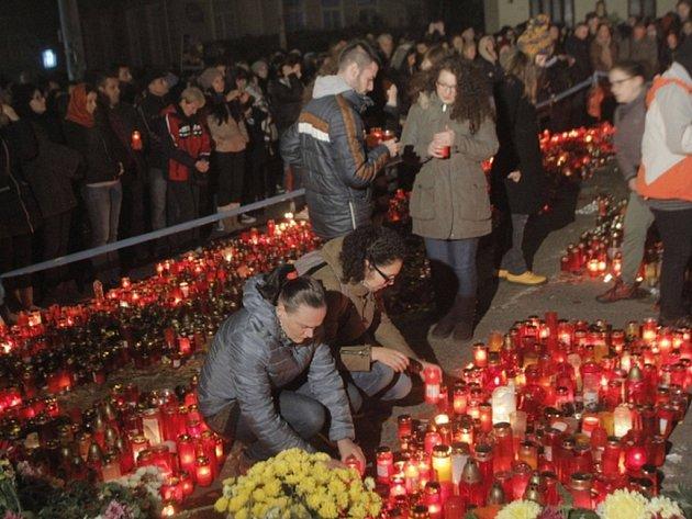 Počet obětí tragického požáru v bukurešťském hudebním klubu z předminulého pátku se zvýšil o další dvě na 48.