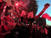 Při střetech fanoušků dvou egyptských fotbalových klubů po zápase v severoegyptském Port Saídu zemřelo několik desítek lidí.