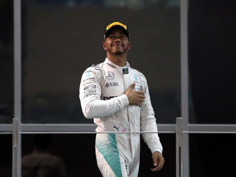 """""""Poražený"""" vítěz. Lewis Hamilton triumfoval ve Velké ceně Abú Zabí, mistrem světa se ale nestal."""
