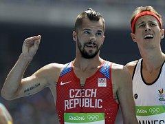 Jakub Holuša se raduje z postupu do semifinále patnáctistovky na olympijských hrách v Riu.