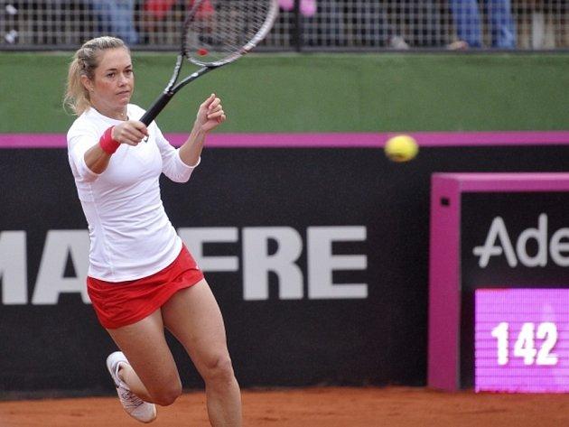 Klára Zakopalová v úvodním kole Fed Cupu proti Marii-Terese Torrové ze Španělska.