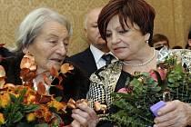 České legendy gymnastka Věra Čáslavská (vlevo) a oštěpařka Dana Zátopková (vlevo).