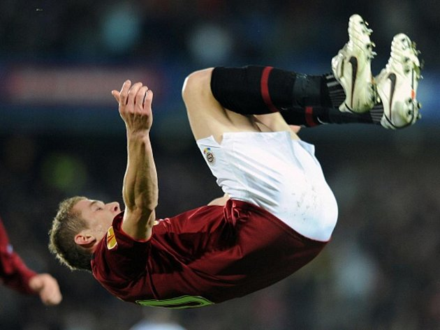 Záložník pražské Sparty Juraj Kucka oslavuje druhý gól v utkání Evropské ligy proti Lausanne.