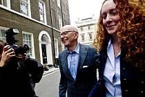 Rupert Murdoch a Rebeka Brooksová.