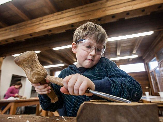 Řezbářský workshop s Petrem Steffanem v muzeu Svitavy.
