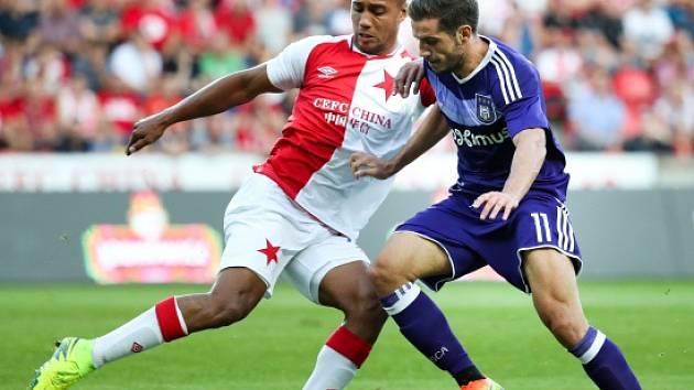 Gino van Kessel (vlevo) v utkání s Anderlechtem