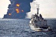 Hořící íránský tanker Sanchi ve Východočínském moři