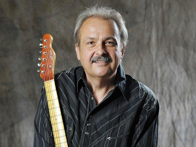 Nadšený muzikant a ochotník Medard Konopík.