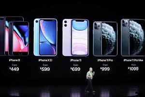 Ukázka mobilního telefonu iPhone 11 na prezentační akci společnosti Apple 10. září 2019