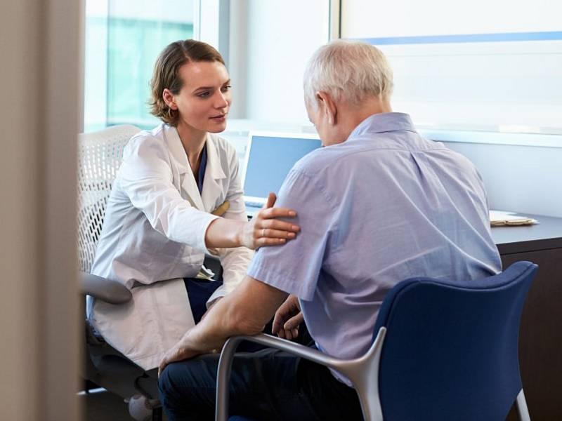 """""""Jen dvacet procent našich pacientů se sami hlásí na preventivní prohlídku. Všechny ostatní musíme upozorňovat na blížící se termín,"""" upozorňuje praktická lékařka"""
