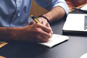 Zapsat si něco do notesu je úlevné i pro naše oči, které často celé dny civí do svítících obrazovek a displejů