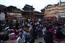 Českým diplomatickým úřadům se po víkendovém zemětřesení v Nepálu a okolních zemích stále nepodařilo navázat kontakt s 26 Čechy.