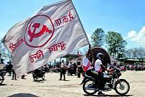Komunisté projížděli před volbami ulicemi Káthmándú a už předem oslavovali konec monarchie.