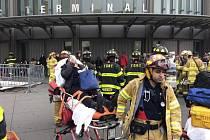 V New Yorku vykolejil vlak, přes 100 lidí se zranilo