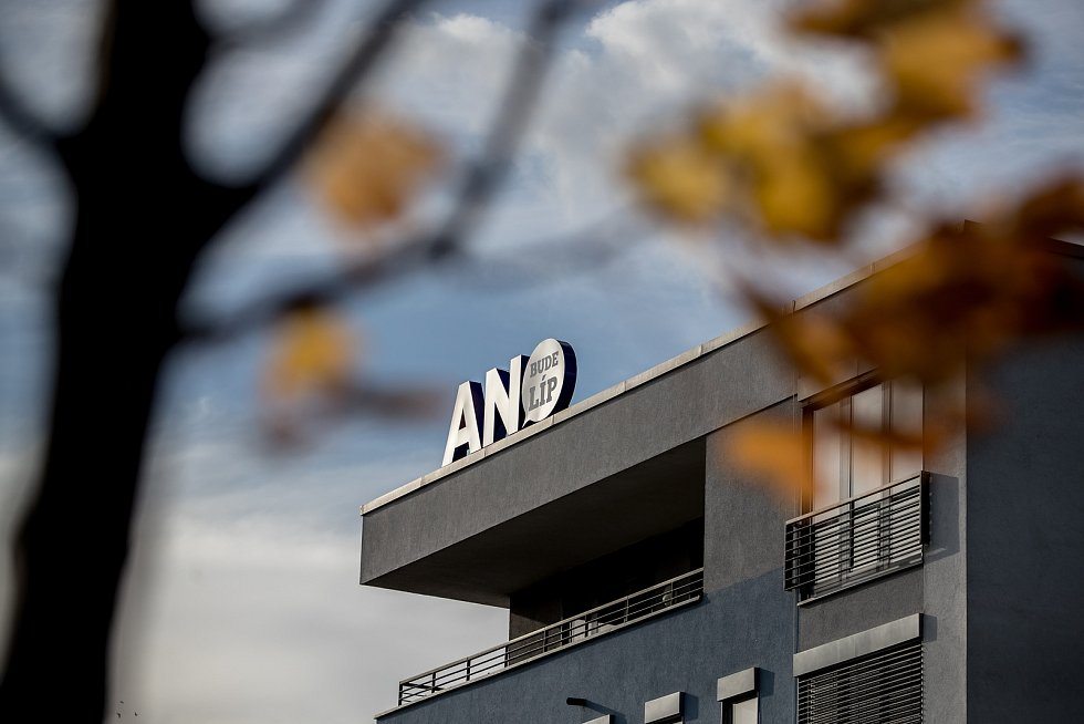 Sledování výsledků parlamentních voleb ve štábu ANO, 21. října v Praze.