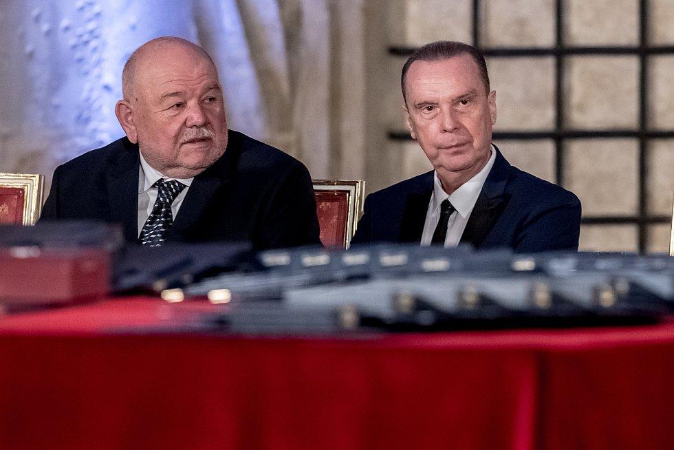 Prezident Miloš Zeman na státní svátek 28. října předával státní vyznamenání ve Vladislavském sále Pražského hradu. Loprais, Margita