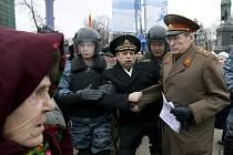 Více než 150 opozičníků pozatýkaly ruské bezpečnostní síly během nedělních Pochodů nespokojených v Moskvě a Petrohradě. Informovala o tom ruská média.