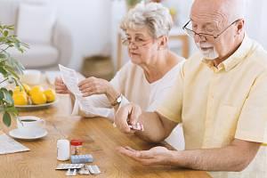 Denní užívání aspirinu může být prospěšné. Lidem nad 60 let spíše uškodí