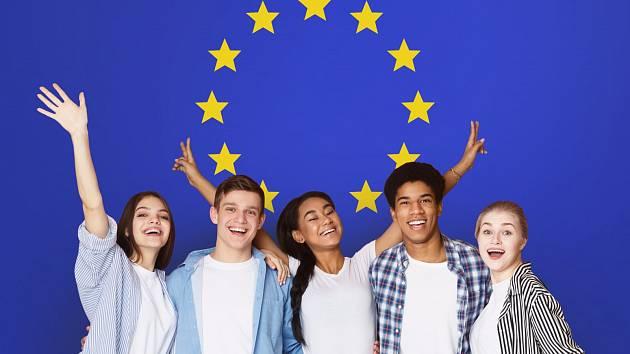 """Británie ukončila svou účast ve výměnném programu Erasmus. Britští studenti tak nebudou moci využít tento grantový program při cestě do Evropy,  a unijní studenti nebudou moci """"na Erasmus"""" na britské univerzity."""