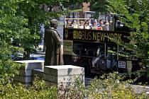Socha J. M. Simse v newyorském Central Parku