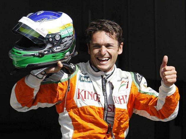 Giancarlo Fisichella slaví nečekané prvenství v kvalifikaci na VC Belgie.