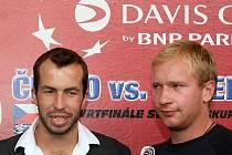 Radek Štěpánek (vlevo) a Lukáš Dlouhý právě dorazili do Ostravy, kde se budou připravovat na daviscupový zápas s Argentinou.