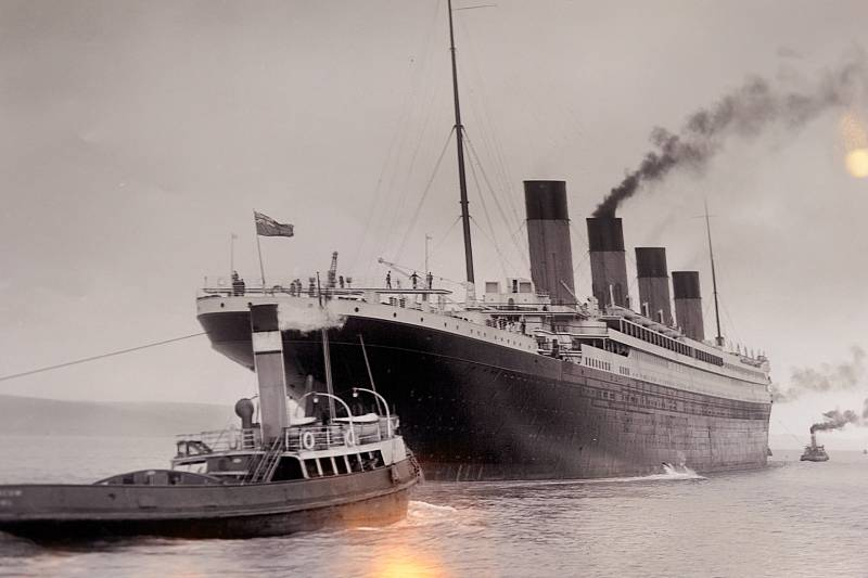 Titanic vyplouvá 10. dubna 1912 na svou první a zároveň i poslední plavbu. Do katastrofy zbývají dva dny.