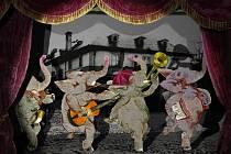 Unikátní instalace na pomezí divadla, výstavy a animovaného filmu se otevřela v Plzni k příležitosti 103 let od narození malíře, loutkáře a výtvarníka Jiřího Trnky.
