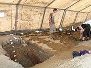 Archeologové odkryli na pražském Barrandově část sídliště z doby bronzové.