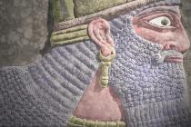Reliéf asyrského panovníka jménem Aššurnasirpal II.