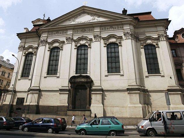 V kryptě pravoslavného chrámu Cyrila a Metoděje v pražské Resslově ulici se parašutisté ukrývali více než tři týdny. Když byli prozrazeni, po těžkých bojích dobrovolně ukončili svůj život.