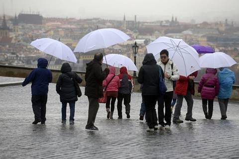 Turisté v Praze - ilustrační foto.