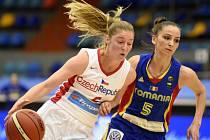 Karolína Elhotová (vlevo) proti Rumunsku.