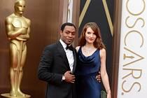 Chiwetel Ejiofor jako hlavní postava filmu 12 let v řetězech .