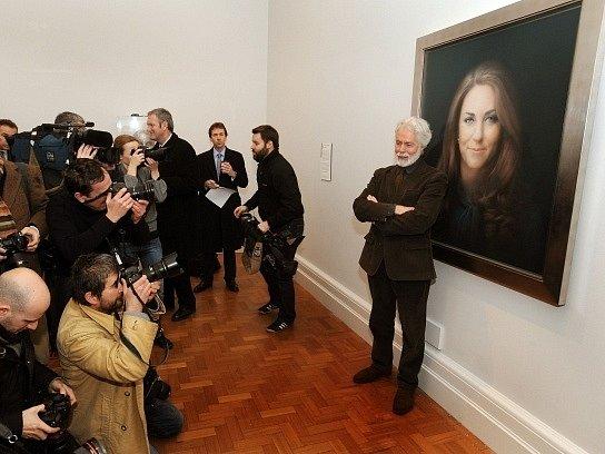 V Londýně byl představen první portrét vévodkyně z Cambridge
