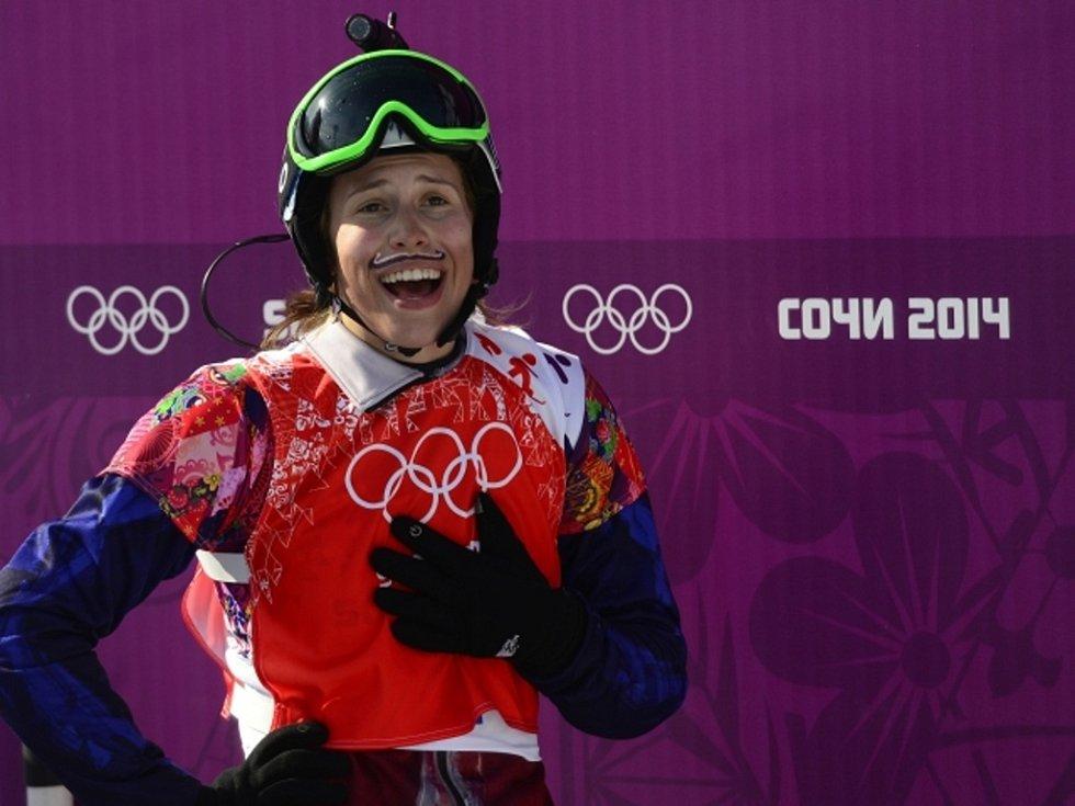 Nemůže tomu uvěřit. Snowboardkrosařka Eva Samková se v Soči stala olympijskou vítězkou.