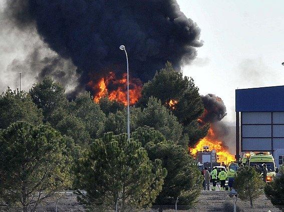 Nehoda stíhačky na španělské základně si vyžádala deset lidských životů.