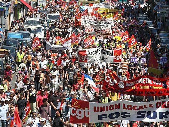 Statisíce lidí demonstrovaly ve Francii kvůli důchodům