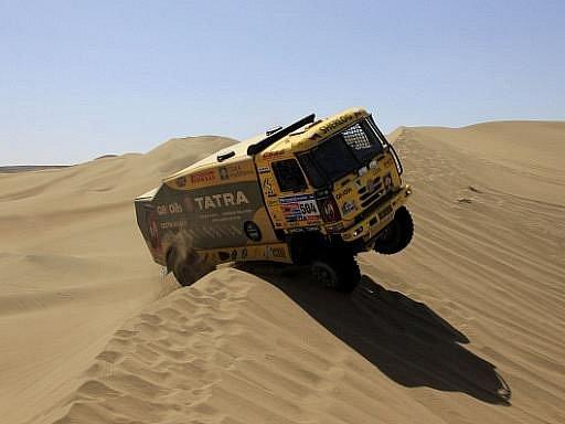 Aleš Loprais na Rallye Dakar končí. Vítěz dvou etap v kategorii kamionů na slavné soutěži měl v úterý technické problémy s turbodmychadlem, díky kterým neprojel povinné body na trati a byl ze soutěže vyloučen.