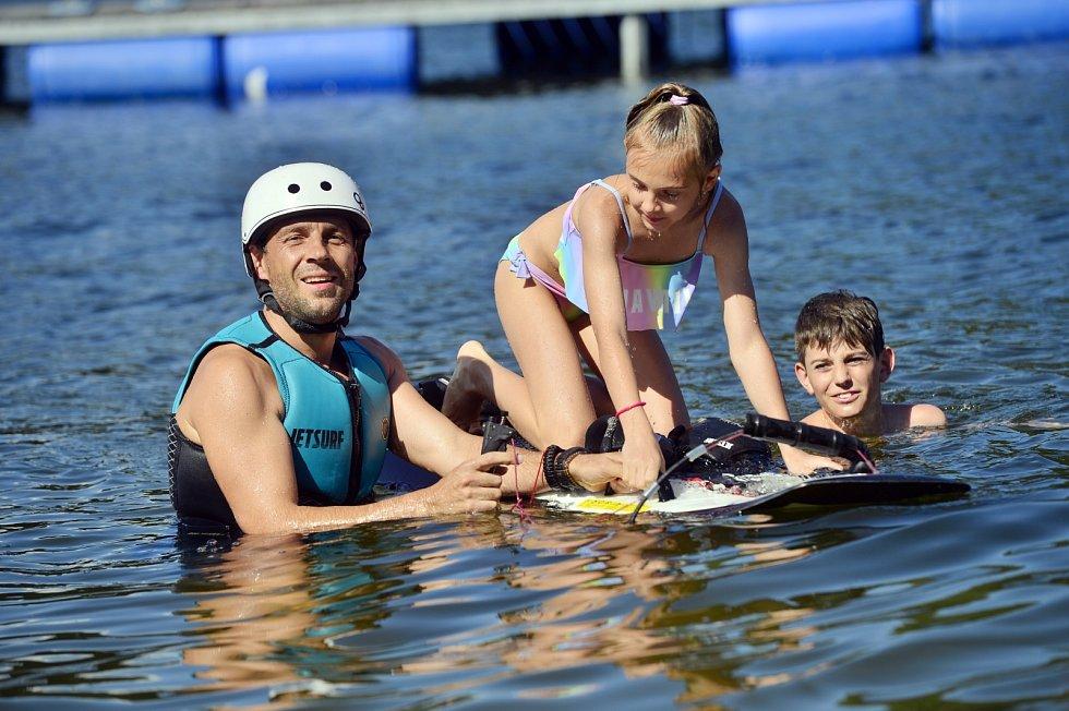 Roman Vojtek si s rodinou nejlépe odpočine na Slapech