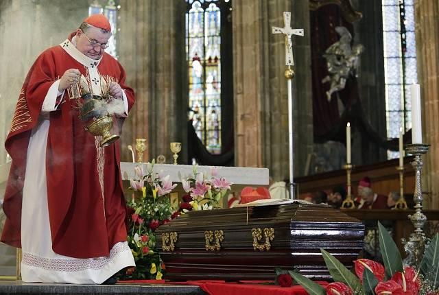 Kardinál Dominik Duka při bohoslužbě.