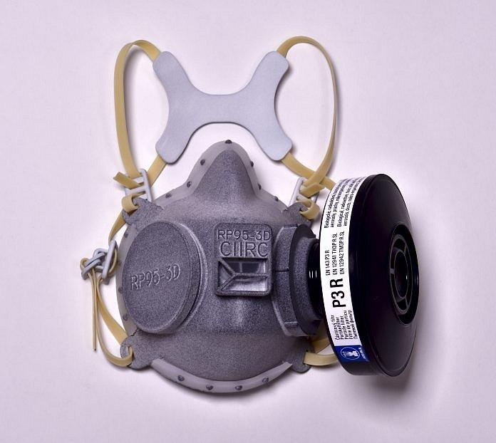 Externí filtry do ochranné polomasky vyvinuté v CIIRC ČVUT s nejvyšším stupněm bezpečnosti FFP3 vyrábí společnost Sigma Group z Lutína.