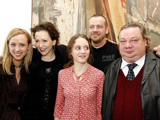 V pražské kavárně Mánes byli 5. února představeni herci nominovaní na cenu Thálie za rok 2008. Na snímku herci nominovaní v kategorii činohra, zleva Petra Hřebíčková, Zuzana Stivínová, Pavlína Štorková, Filip Blažek a Norbert Lichý.