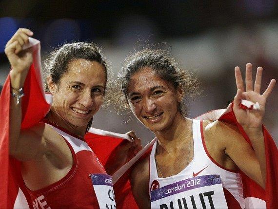 Další hříšnice? Po olympijské šampionce Asli Cakirové-Alptekinové hrozí trest za doping i jiné turecké atletce Gamze Bulutové (vpravo).
