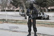 Přepadení dvou obchodů se zbraněmi a kasáren Národní gardy v kazašském městě Aktobe, které v neděli provedla skupina ozbrojenců, a následné střety s ozbrojenými silami si vyžádaly nejméně 17 mrtvých.