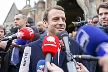 Během kampaně byl Emmanuel Macron k médiím maximálně vstřícný. Když se stal prezidentem, začal si vybírat.