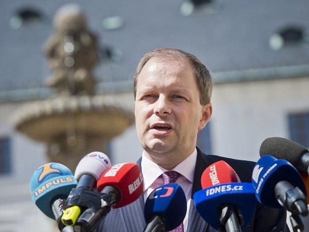 Prezident Miloš Zeman odvolá ministra školství Marcela Chládka (ČSSD). Chládek to dnes řekl novinářům po schůzce s prezidentem na Pražském hradě.