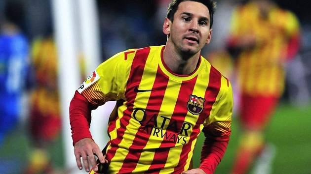 Argentinský bůžek Lionel Messi pomohl dvěma góly k vítězství Barcelony nad Sevillou.