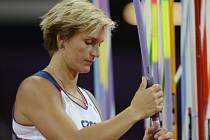 Soustředěná Barbora Špotáková ve zlatém olympijském finále.